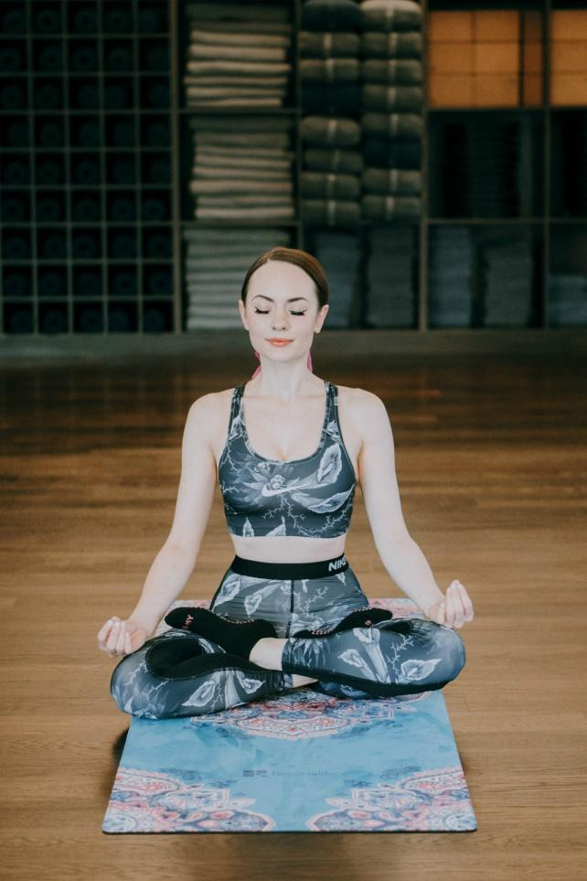 Yoga for mental stress relief, How to use yoga for reducing mental stress, yoga lifestyle healthy habits #yoga #benefits #benefit #stress